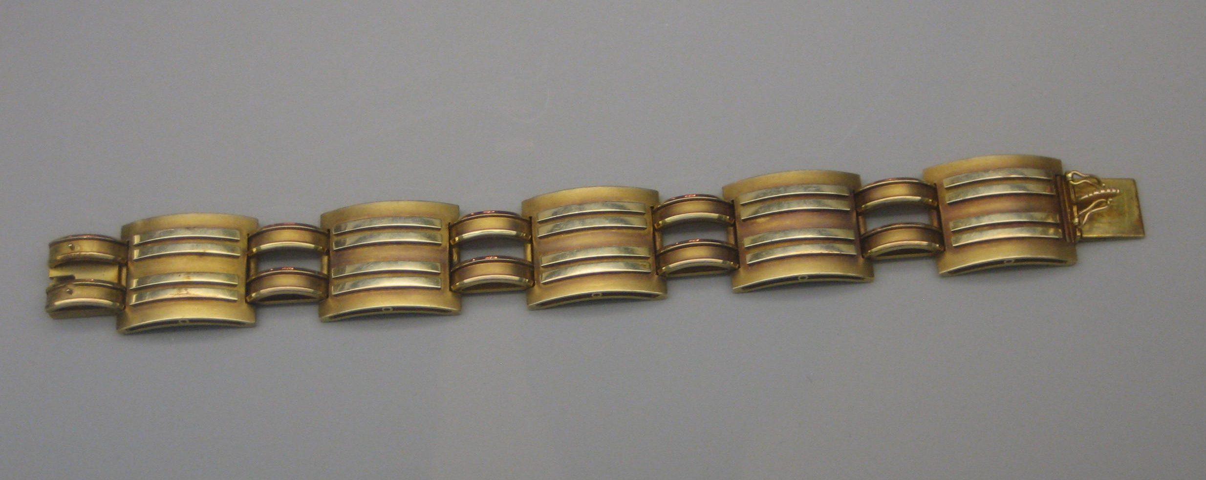 Willi Stoll, armband, circa 1935. Collectie Grassimuseum. Foto Esther Doornbusch, mei 2018, CC BY 4.0