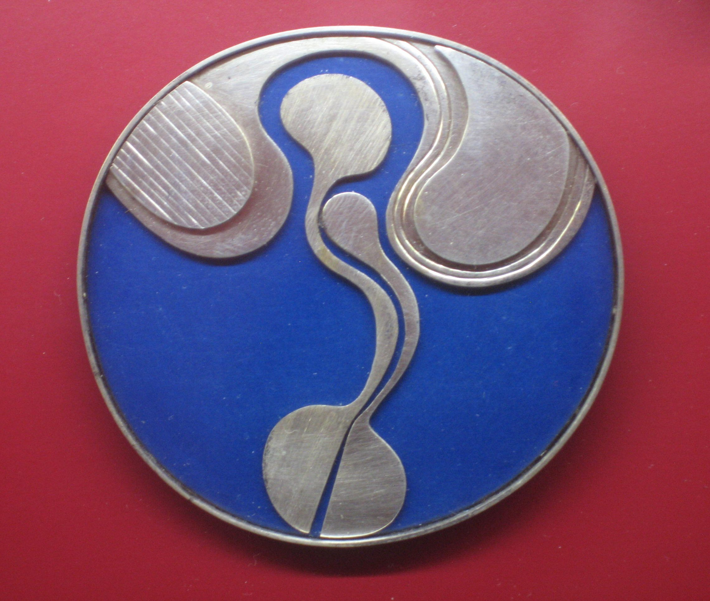 Uta Feiler, broche, 1977. Collectie Angermuseum, VIII 723 (S 22-90). Foto Esther Doornbusch, CC BY 4.0