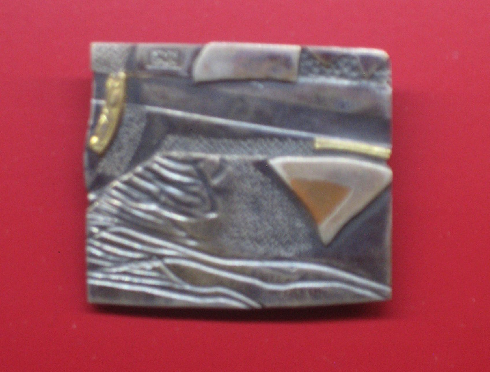 Uta Feiler, broche, 1981. Collectie Angermuseum IX 518 (S 19-95). Foto Esther Doornbusch, CC BY 4.0