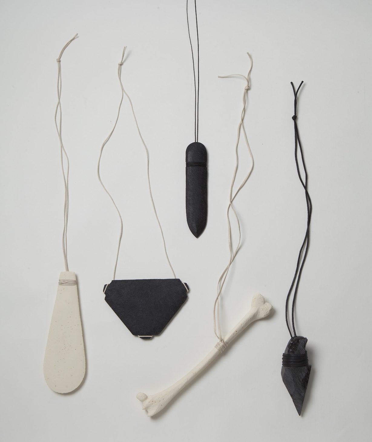 Florian Weichsberger, halssieraden. Foto met dank aan Florian Weichsberger©