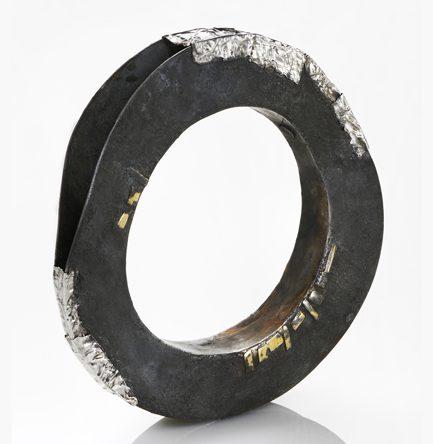 Gigi Mariani, Contact, armband, 2012. Foto met dank aan Gigi Mariani©