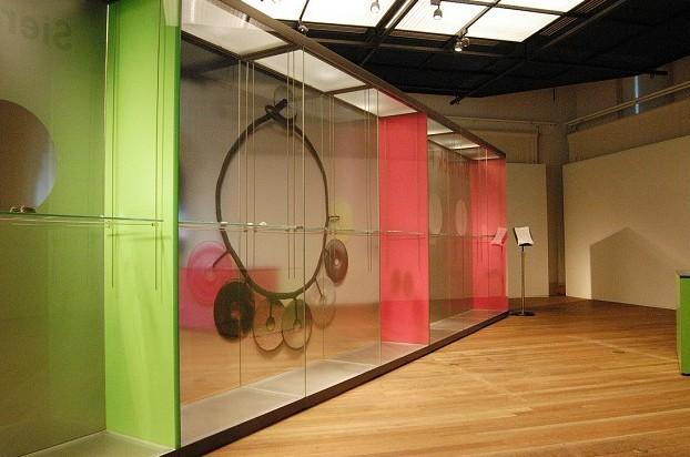 Given, the Jewellery of Warwick Freeman 1980 – 2003, Tropenmuseum Amsterdam. Foto met dank aan Stichting Françoise van den Bosch©