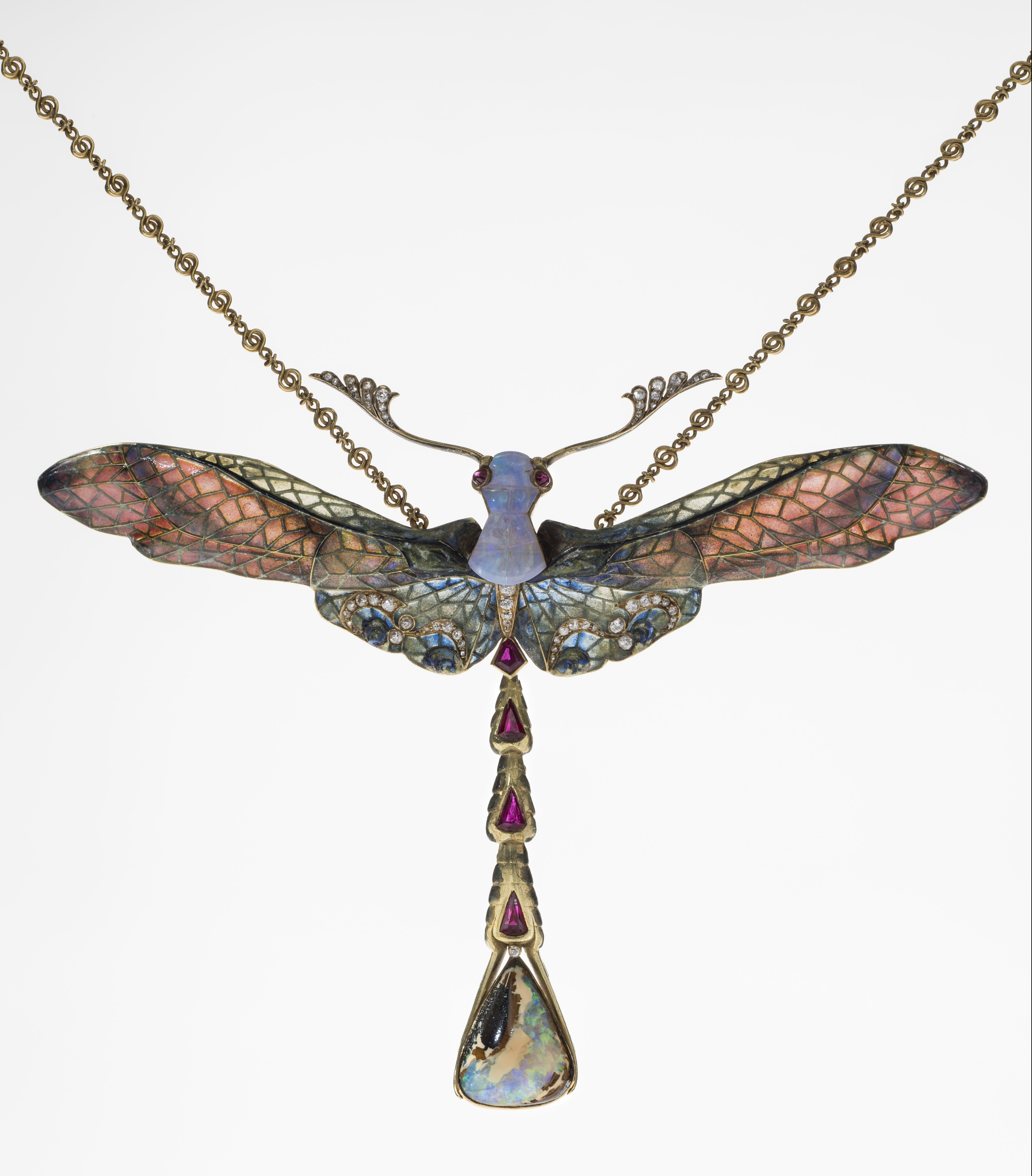 Philippe Wolfers, Libel, hanger, 1902-1903. Collectie Koning Boudewijnstichting, foto Jubelparkmuseum, vensteremail, stenen, metaal