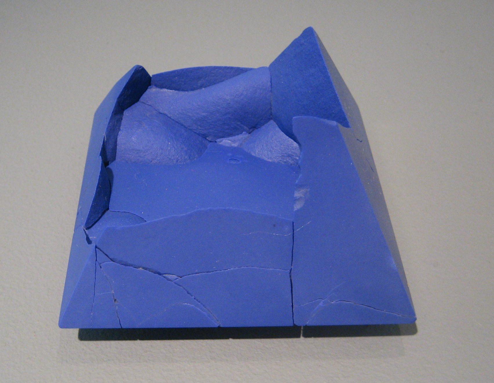 Patrícia Domingues, broche, metaal, gereconstrueerd steen