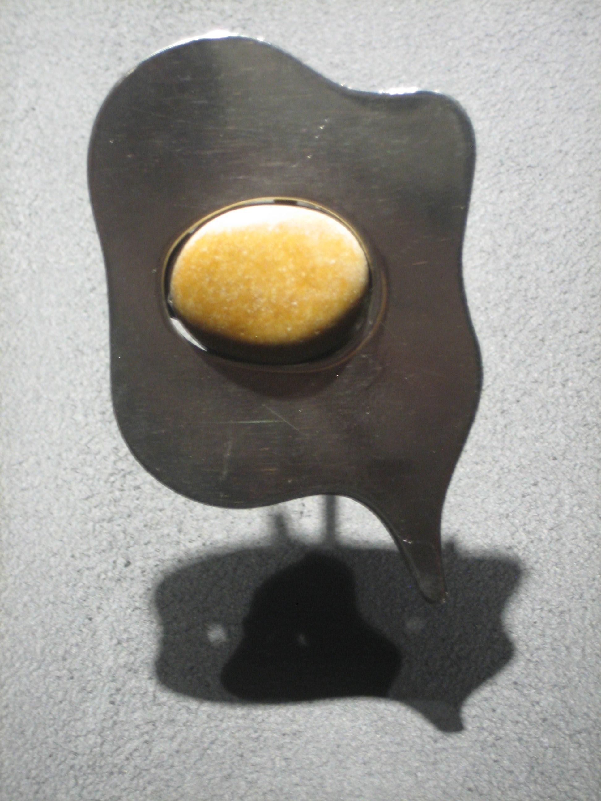 Hans Arp, Profile, broche, zilver, steen