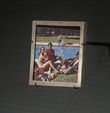 Alain Jacquet, Déjeuner sur l'herbe, broche, 1995. Collectie Diane Venet. De Calder à Koons, 2018. Foto met dank aan Musée des Arts Décoratifs Parijs, Luc Boegly©