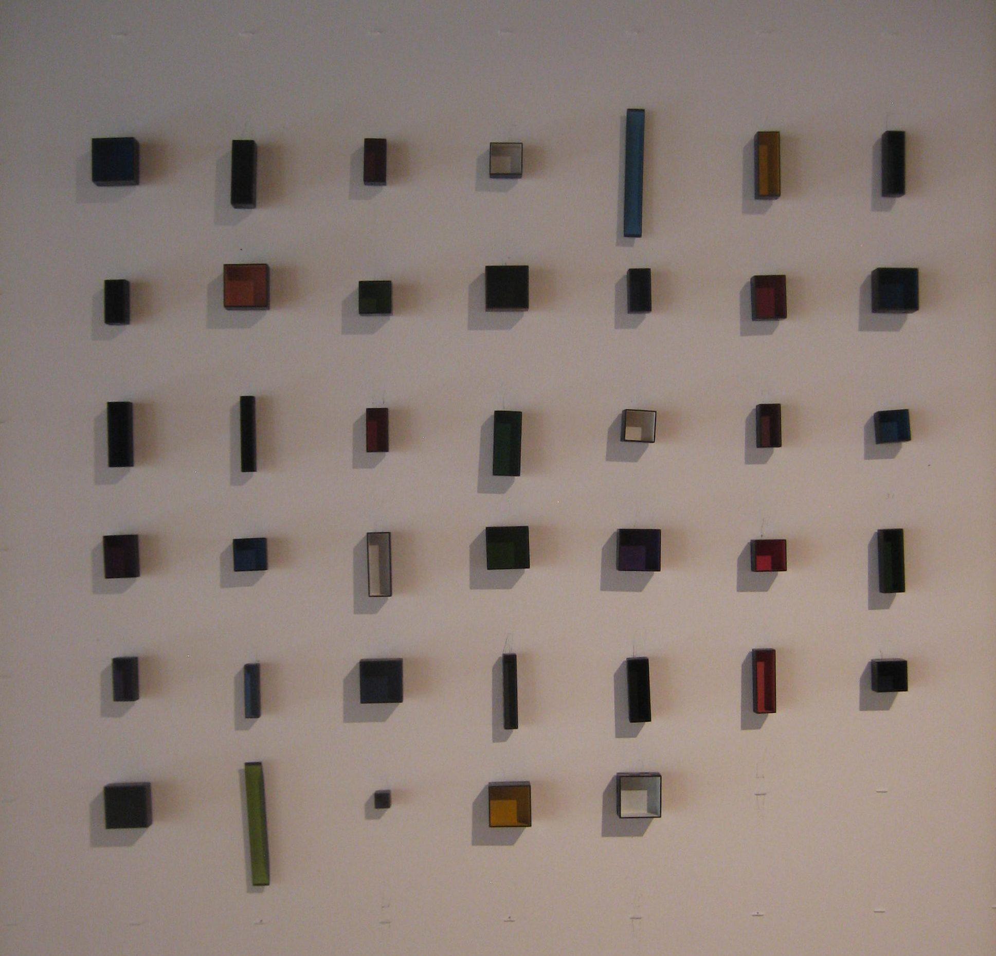 Tore Svensson, Box, broches, 2009, Galerie Marzee, 2018. Foto Esther Doornbusch, juli 2018, CC BY 4.0