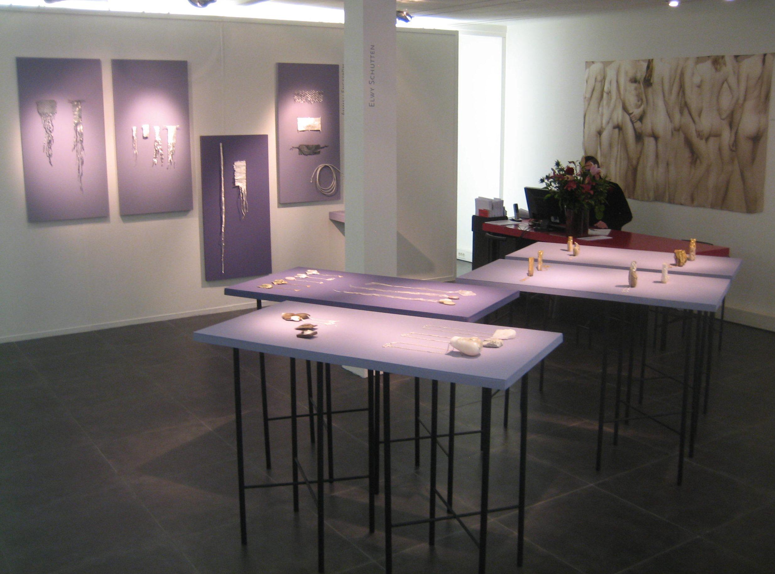 Elwy Schutten en Ammeli Engström in Galerie Ra, 2018. Foto Esther Doornbusch, CC BY 4.0
