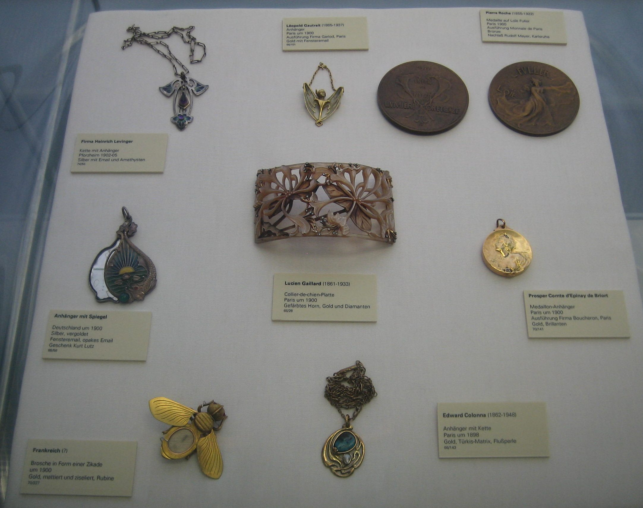 Collectie Badisches Landesmuseum, vaste opstelling, vitrine, metalen, vensteremail