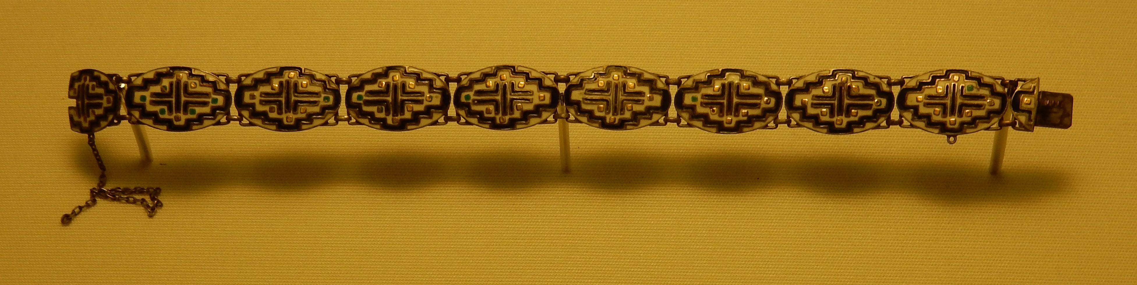 Theodor Fahrner, armband, 1910-1913. Schmuckmuseum Pforzheim. Foto met dank aan Coert Peter Krabbe, september 2018, CC BY 4.0