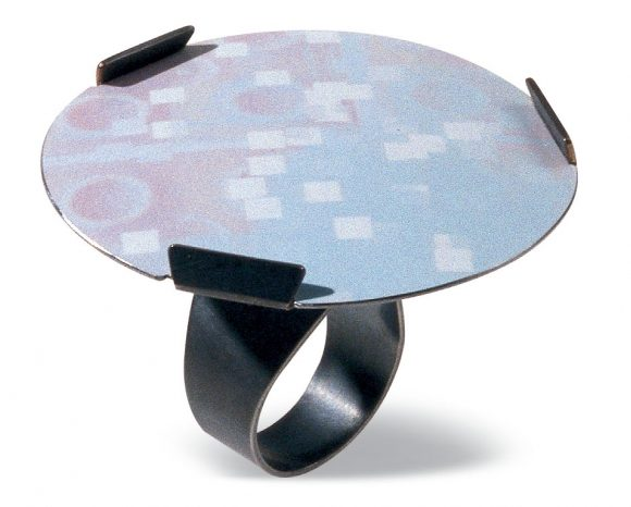 Norman Weber, Haus und Garten #28, ring, 2003. Foto met dank aan Ornamentum Gallery©