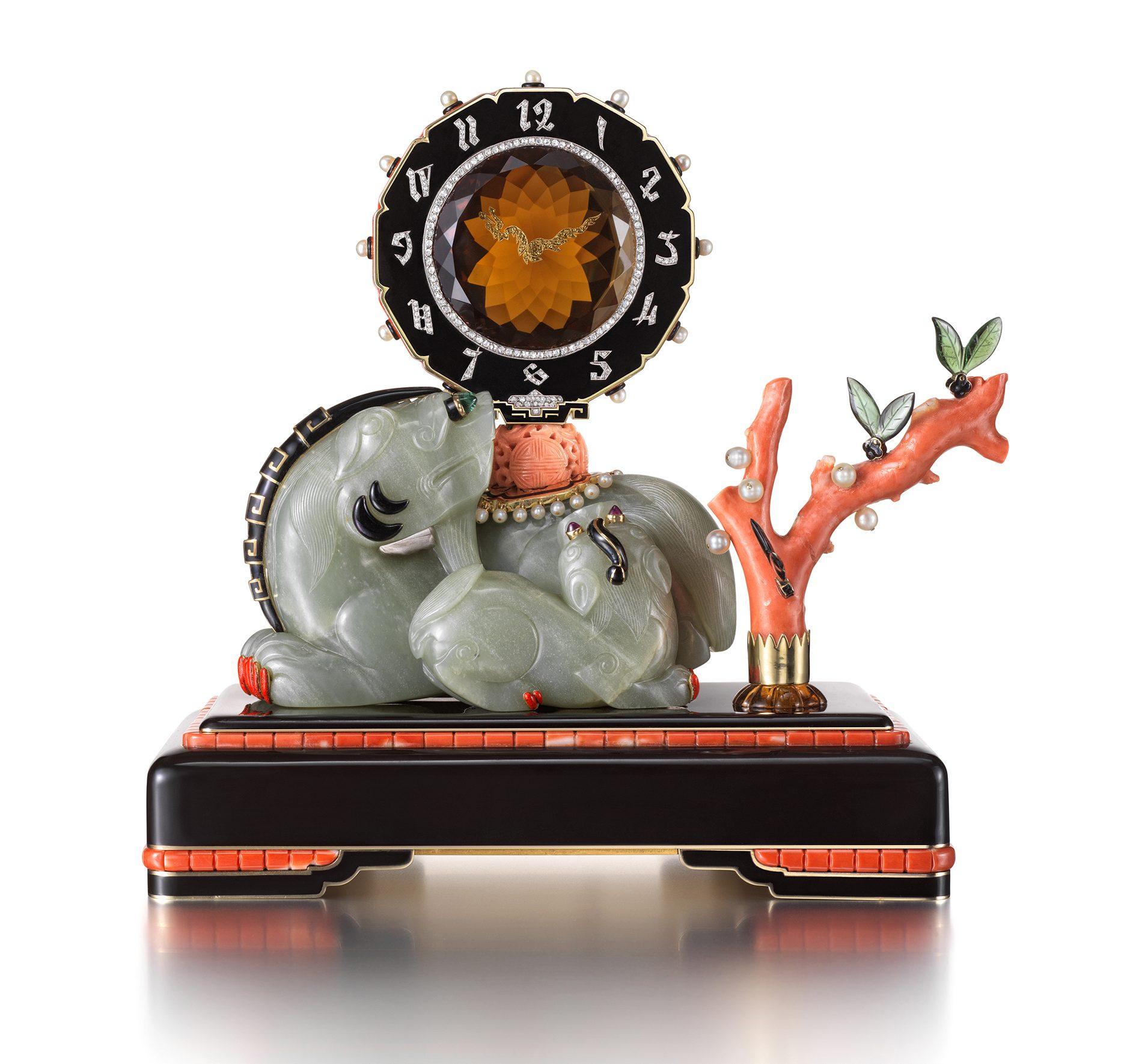 Maurice Couet voor Cartier, uurwerk, 1929. Ost trifft West, Aga Khan Collection, 2018, koraal, stenen, metaal