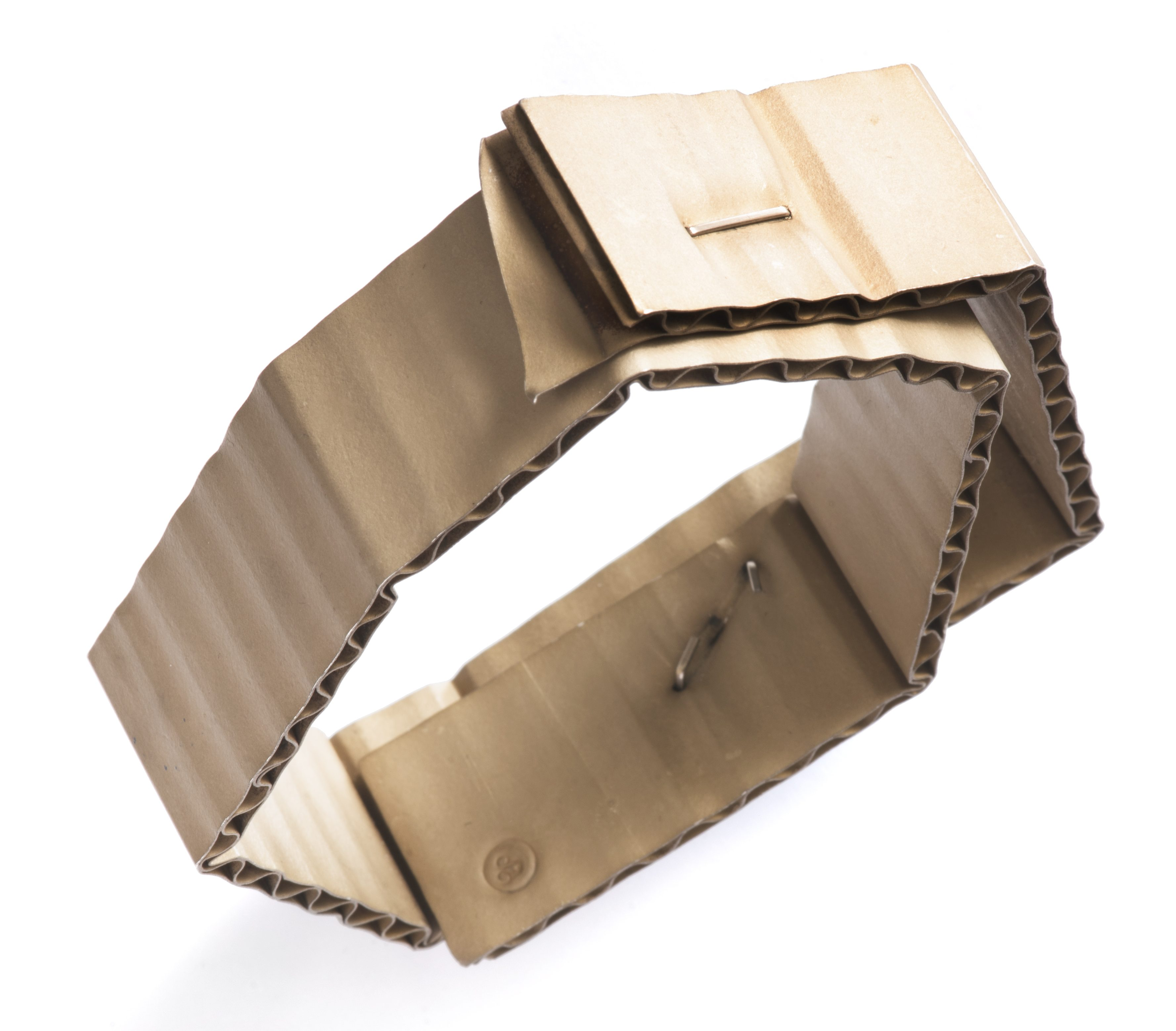 David Bielander, Wellpappe, armband, 2015. Collectie Jorunn Veiteberg. Foto met dank aan Nordenfjeldske Kunstindustrimuseum, Guri Dahl©