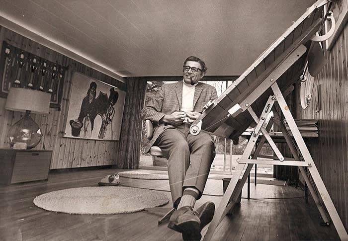 Andrew Grima in zijn Sonning studio, 1969, portret