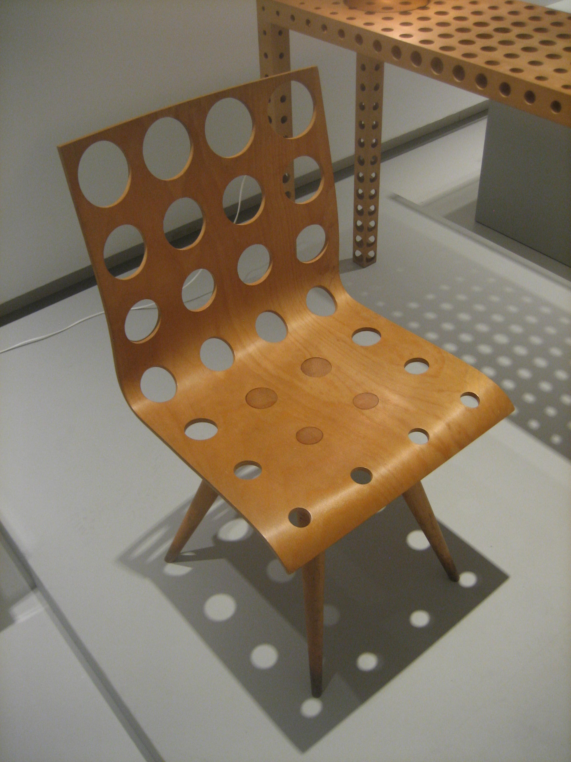 Gijs Bakker, Chair with Holes no. 2, 1991. Foto Esther Doornbusch, 2 december 2018, CC BY 4.0