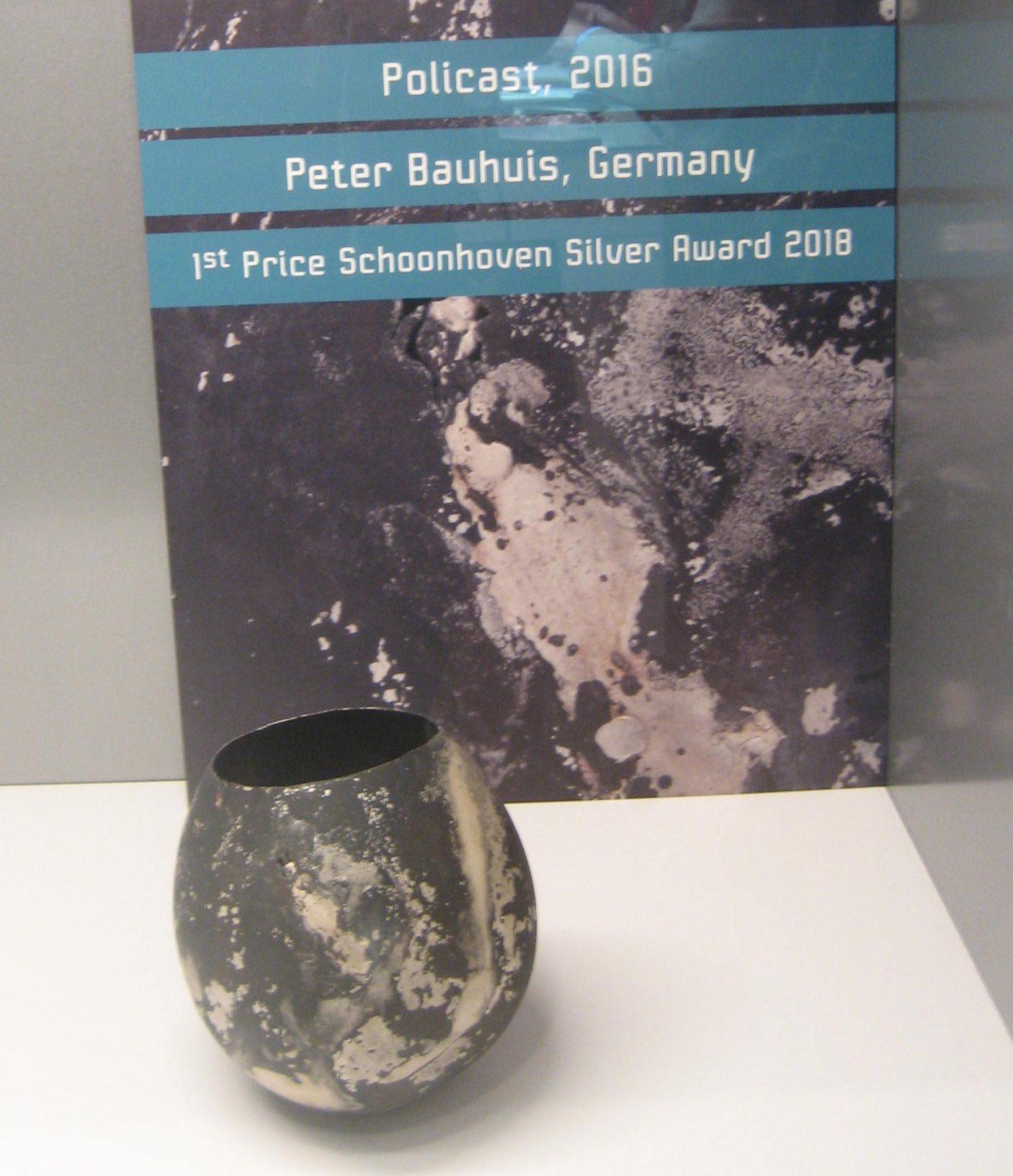 Peter Bauhuis, Policast, 2016, zilver, tentoonstelling, vitrine