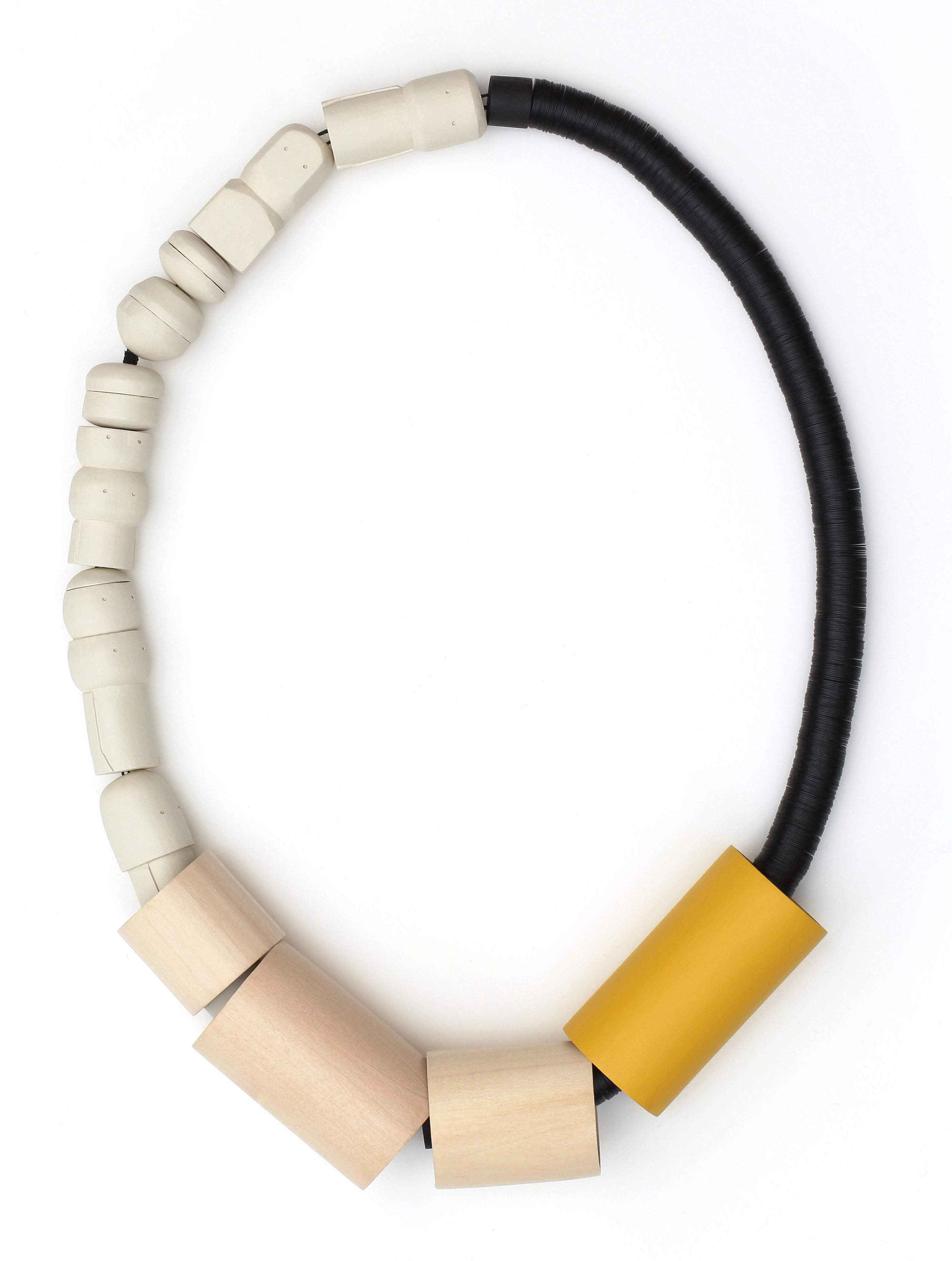 Karin Herwegh, Slow Motion, halssieraad, 2019, hout, textiel, verf