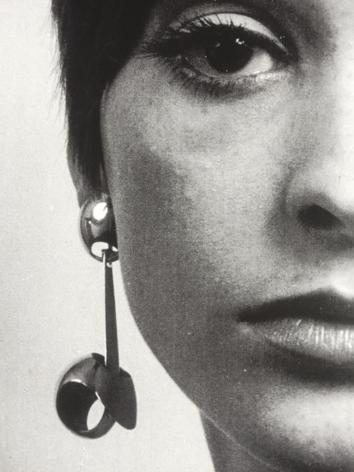 Bernard Laméris, Andrea, oorsieraad, 1964. Foto Rinus van Schie, zilver