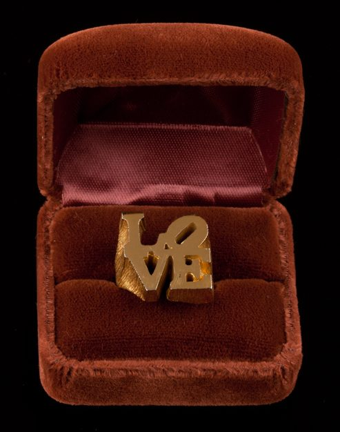 Robert Indiana, LOVE, ring. Foto met dank aan Didier Ltd©