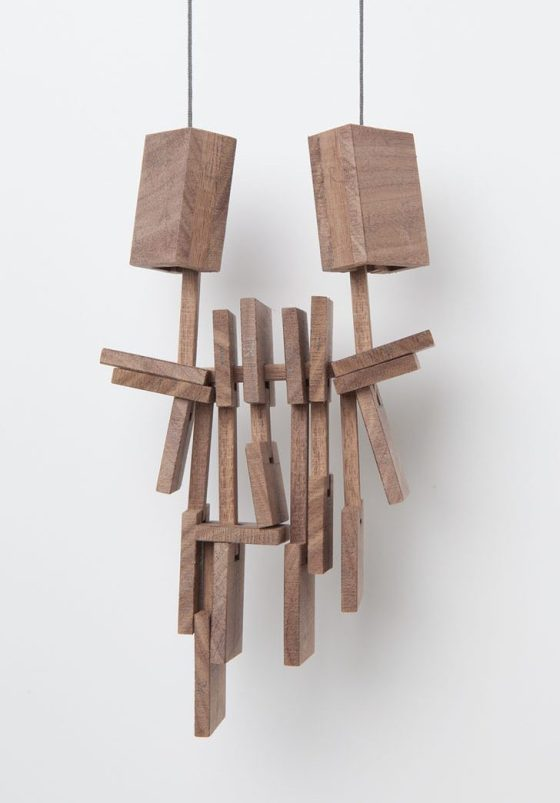 Despo Sophocleous, Momentarily Displaced 1, halssieraad, 2015. Foto met dank aan Galerie Marzee©