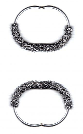 Rebekah Frank, Fidget, Sheathed Series, armbanden, 2019. Foto met dank aan Ornamentum Gallery©