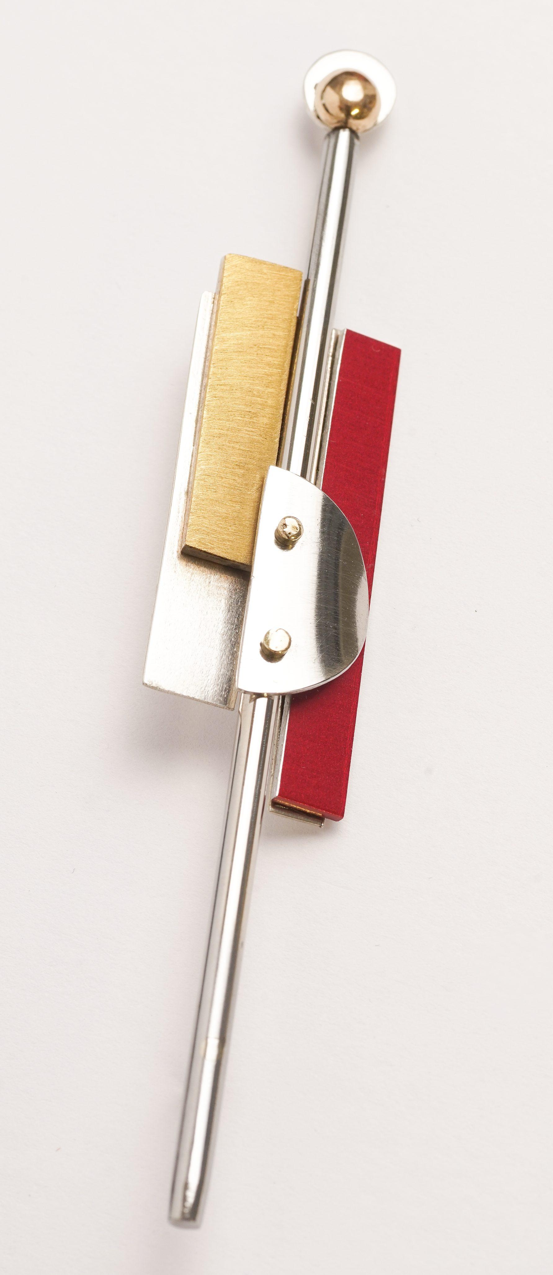 Karel Betman, broche, 2019, goud, zilver, geanodiseerd aluminium, roestvrij staal