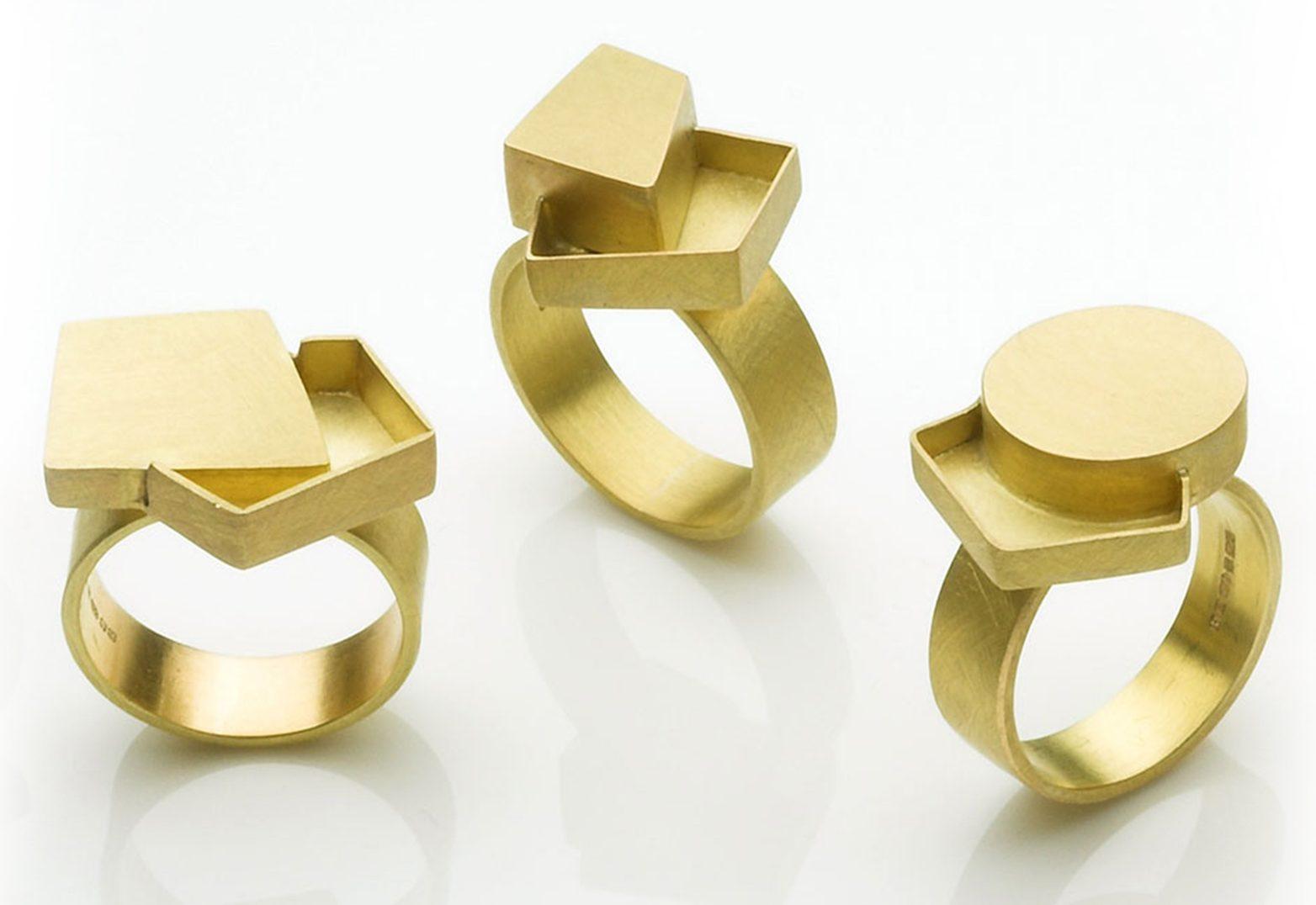 Daphne Krinos, ringen. Foto met dank aan Galerie Elsa Vanier©