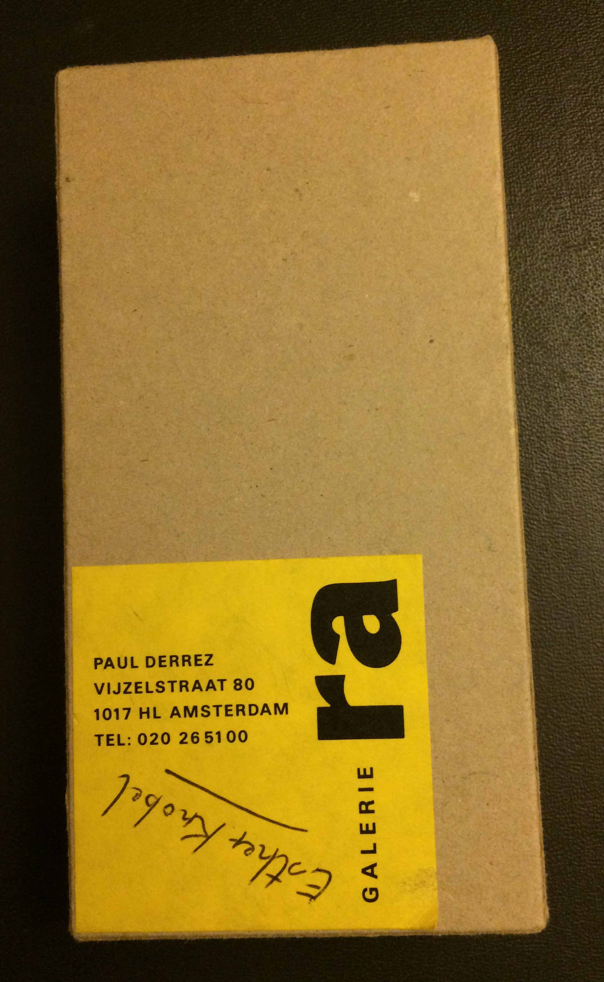 Verpakking Galerie Ra broche Esther Knobel, circa 1993, foto Mattie Boom, karton, drukwerk