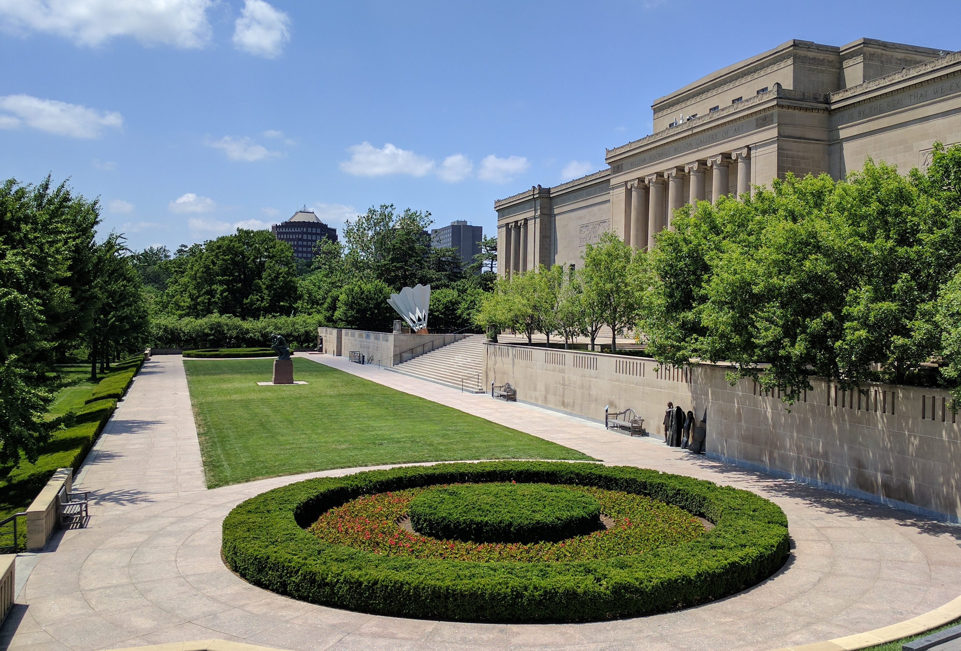 The Nelson-Atkins Museum of Art. Foto met dank aan Wikimedia Commons, TheGridExe, CC BY-SA 4.0