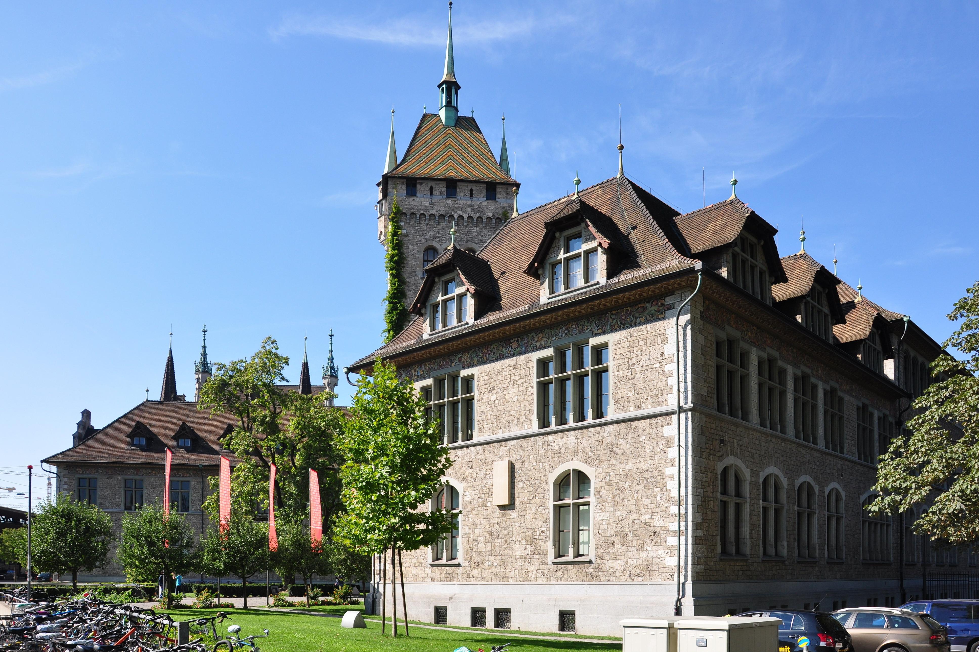 Schweizerisches Nationalmuseum, 2010. Foto met dank aan Wikimedia Commons, Roland zh, gebouw, exterieur