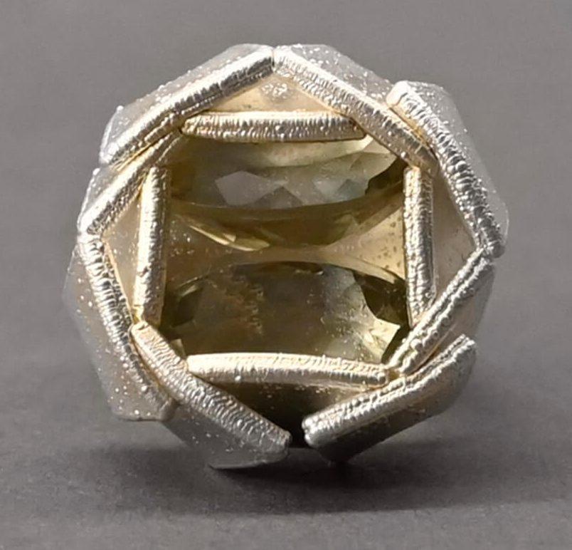 Ambroise Degenève, Artichaut, ring. Foto met dank aan Galerie Elsa Vanier©