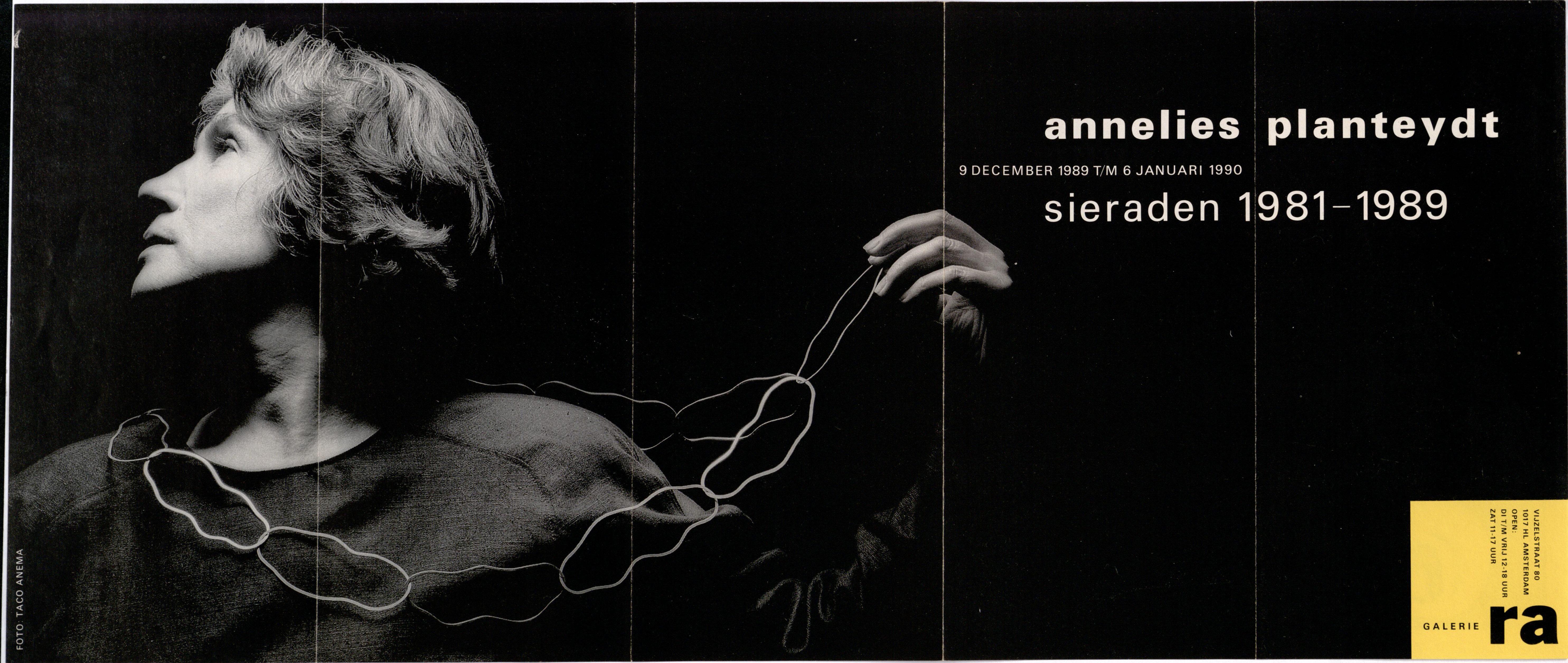 Ra Bulletin 52, december 1989, voorzijde met foto van Taco Anema© met halssieraad van Annelies Planteijdt gedragen door Miecke Oosterman