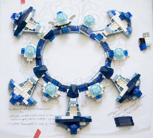 Emiko Oye, werktekening Cygne Noir, 2009. Foto met dank aan Emiko Oye, papier, LEGOstenen