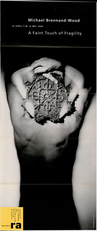 Ra Bulletin 82, april 1994, voorzijde met foto van Ton Werkhoven met object van Michael Brennand-Wood, drukwerk, papier, textiel