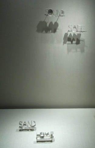 Anat Aboucaya, Land(e)scapes, Michal Oren, broches, 2010. Transit, Schmuckmuseum Pforzheim, 2012. Foto Jürgen Eickhoff, zilver, staal