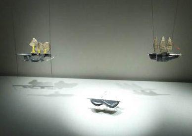 Anat Aboucaya, Land(e)scapes, halssieraden, 2011. Transit, Schmuckmuseum Pforzheim, 2012. Foto Jürgen Eickhoff, zilver, metaal, messing, papier, lucifers, nikkel, hout, koord