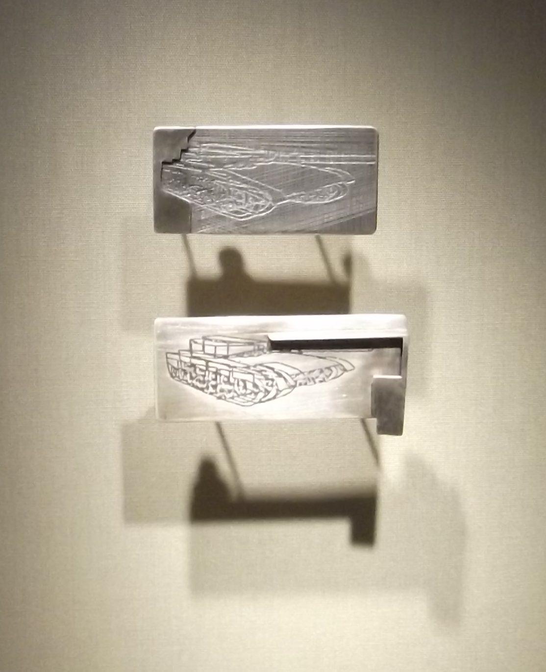 Michal Oren, Mercava, broches, 2002. Transit, Schmuckmuseum Pforzheim, 2012. Foto Jürgen Eickhoff, zilver