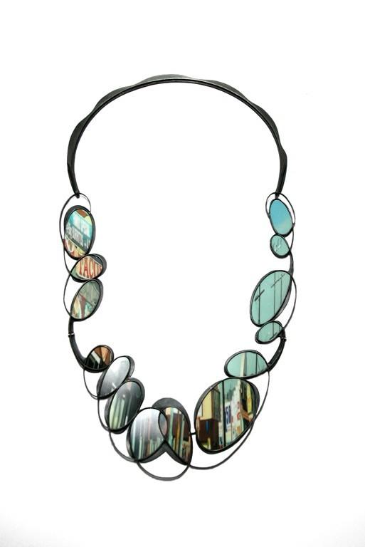 Sondra Sherman, TacosMassageKeepClear, halssieraad, 2018, print, aluminium