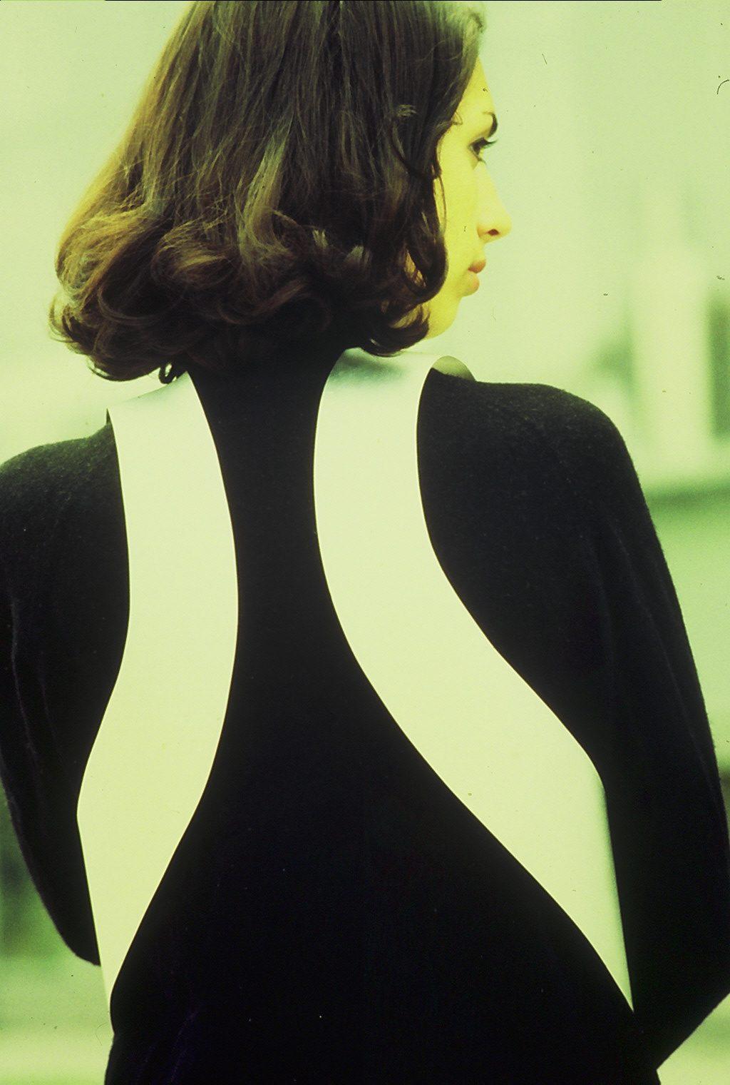 Hans Appenzeller, lijfsieraad, 1970. Foto Gijsbert Hanekroot, aluminium