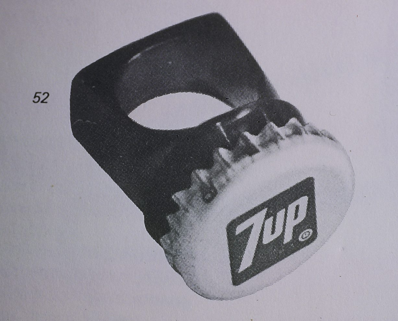 Harriët Mastboom, 7up, ring, 1973, acrylaat, kroonkurk