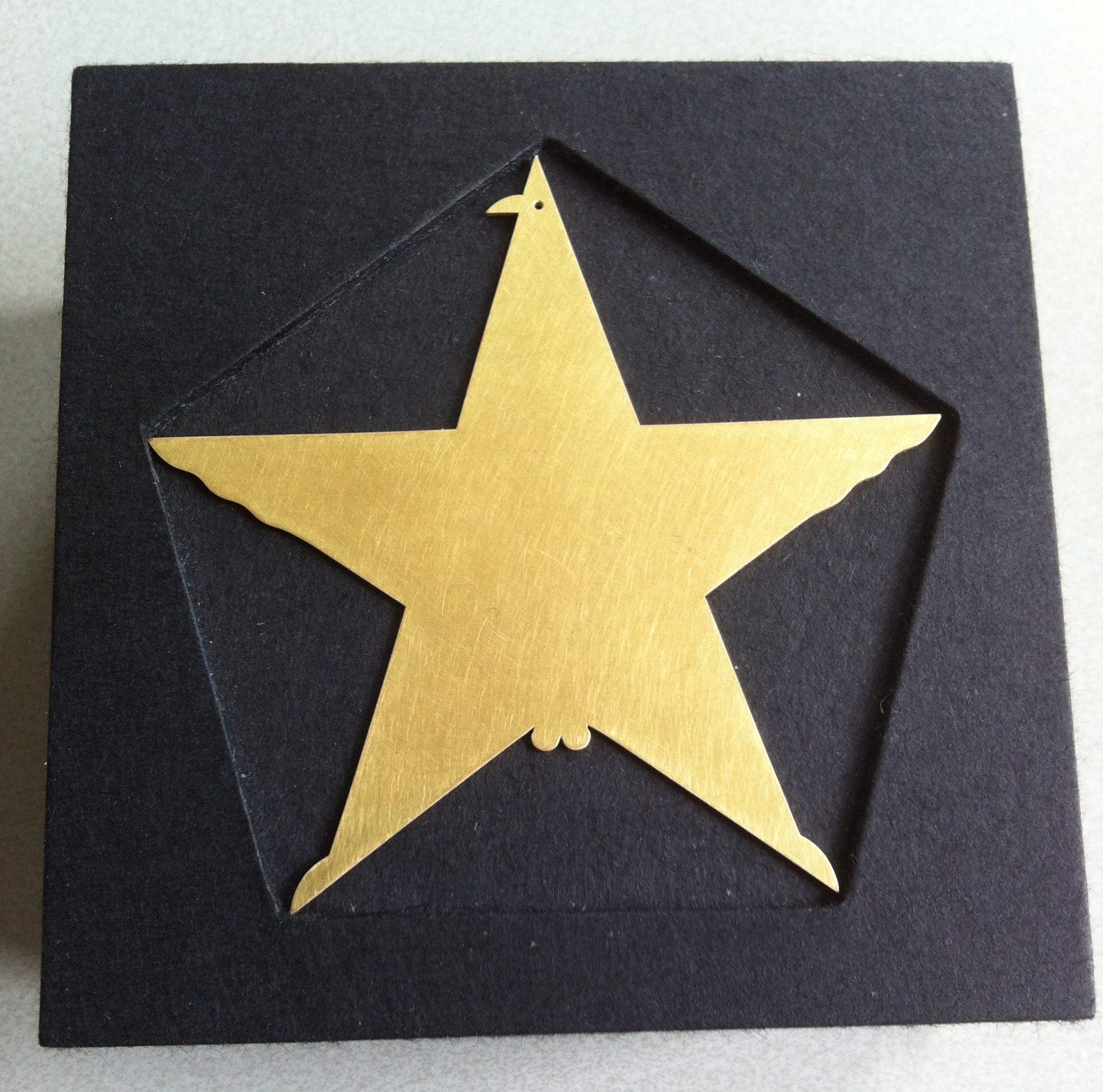 Goldener Ehrenring voor Robert Smit door Otto Künzli, 2014, voorzijde. Foto Louise Smit, goud, verpakking