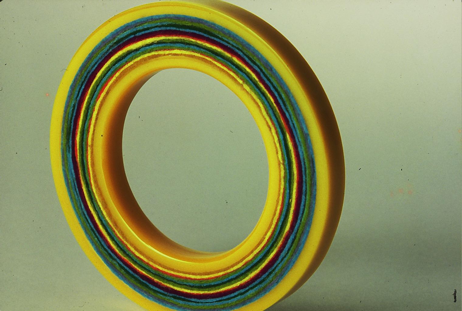 Suzanne Esser, armband, acrylaat, vilt