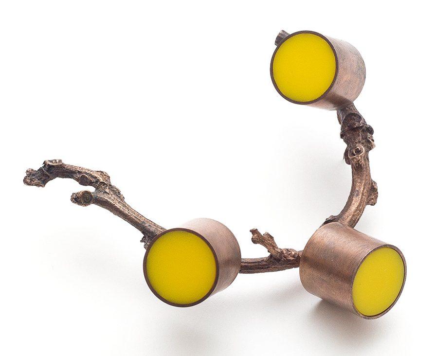 Paula Crespo, Yellow Cilinders, broche, 2014