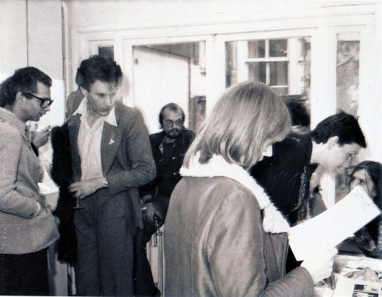 5 Jarig jubileum Galerie Sierraad, 1974: Frans Haks, Evert van Straaten, Berend Peter en Hester Wolters, portret