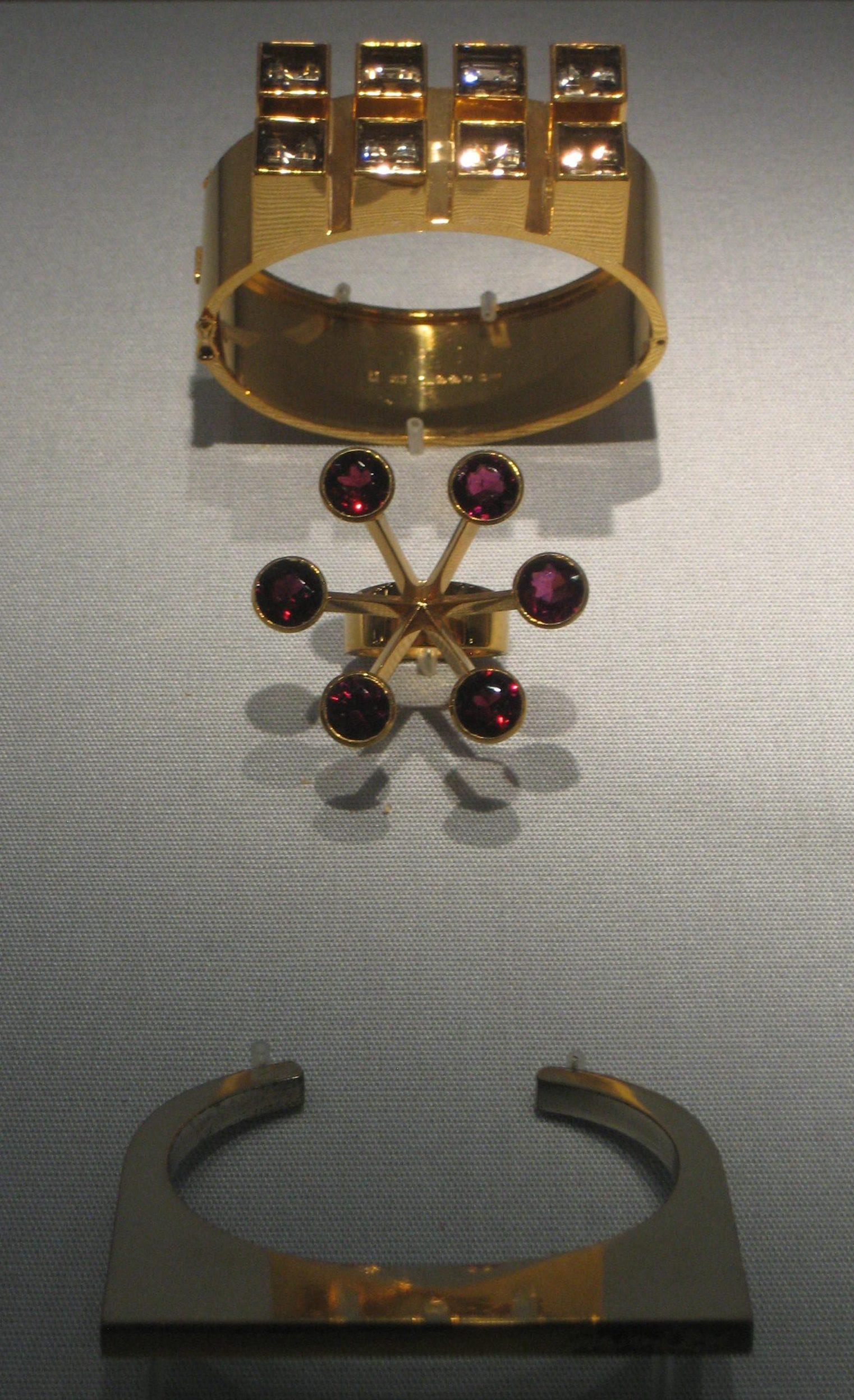 Sigurd Persson, armbanden, ring, 1963. Collectie Schmuckmuseum Pforzheim. Foto Coert Peter Krabbe, mei 2019