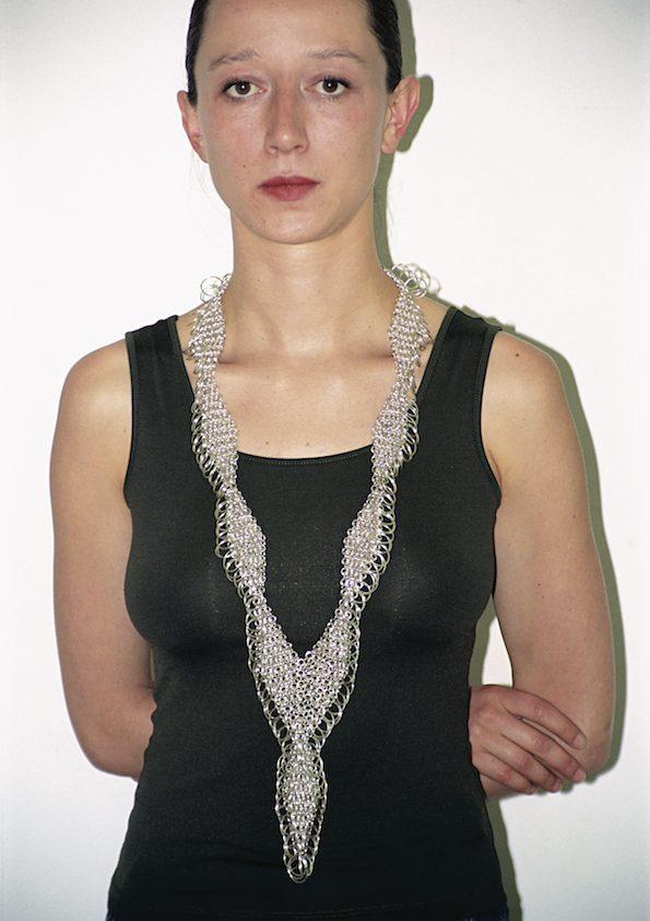 Paula Crespo, halssieraad, 2000, zilver