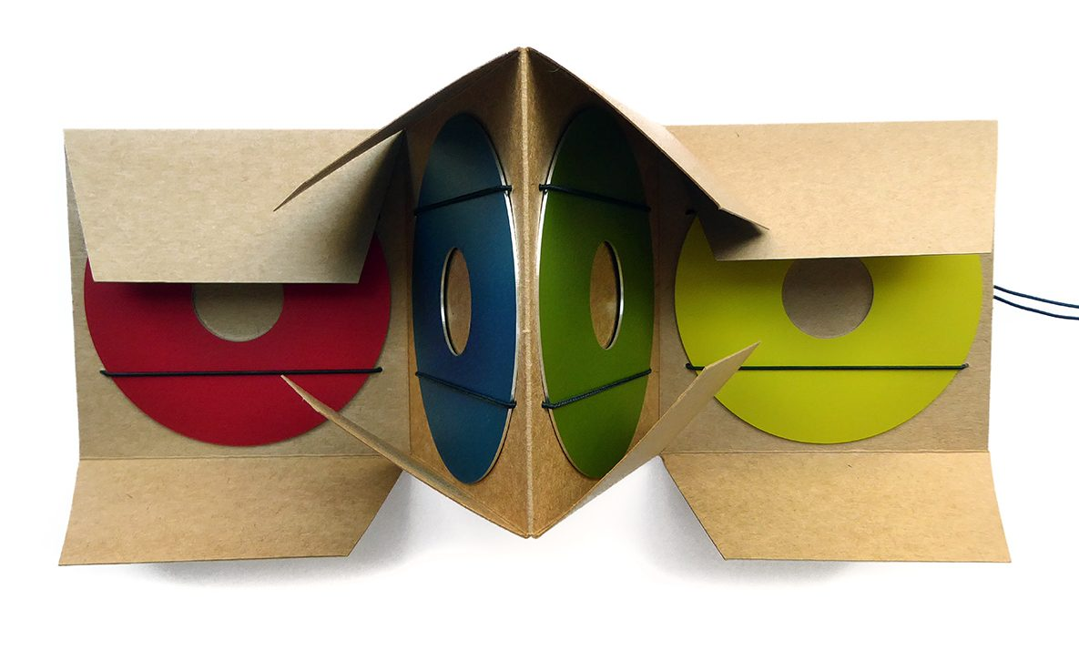 Herman Hermsen, set van 5 broches in verpakking, karton, kunststof