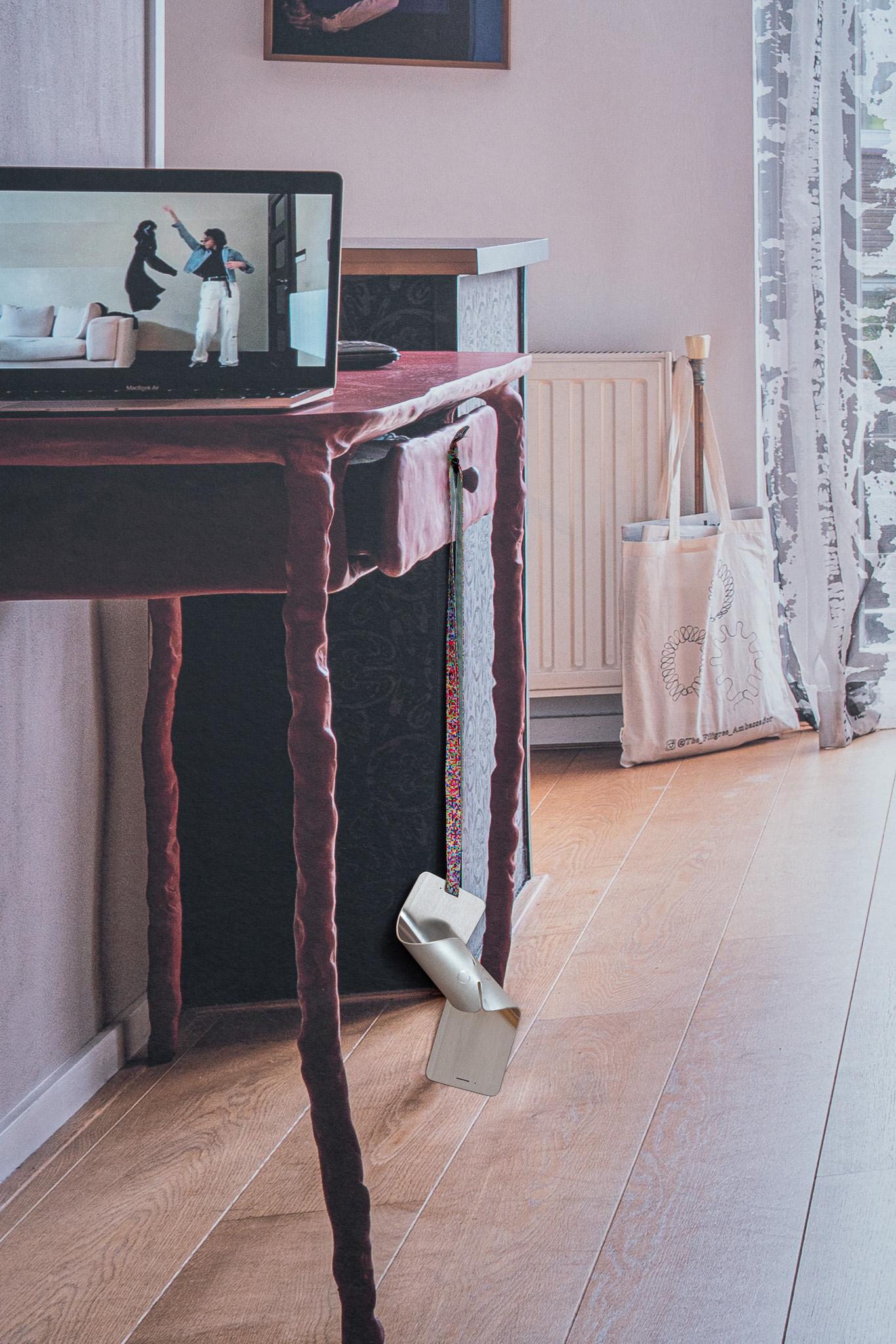 Examententoonstelling Challenging Jewellery, Het HEM, Zaandam, 2020. Wallscape met reconstructie van een privéwoning met werk van Morgane De Klerk. Foto Ayako Nishibori