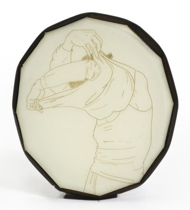 Melanie Bilenker, Undress, broche, 2007. Foto K. Sprague, menselijk haar, kunsthars, goud, zilver, ebbenhout