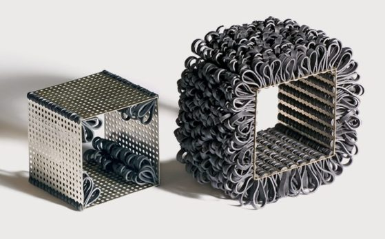 Nikolay Sardamov, Soft Construction, armbanden, 2005. Foto Angel Penchev, zilver, rubber